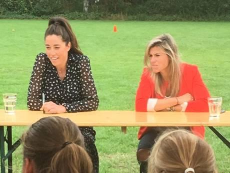 Vragenvuur voor Naomi van As en Kim Lammers in Oirschot