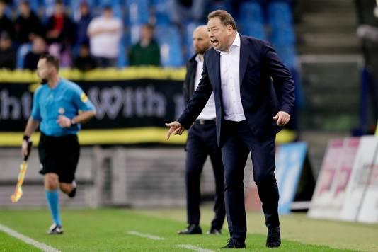 ,,Het is niet anders'', zegt Vitesse-trainer Leonid Sloetski. ,,Iedereen wist dat een oplossing moeilijk zou worden.''