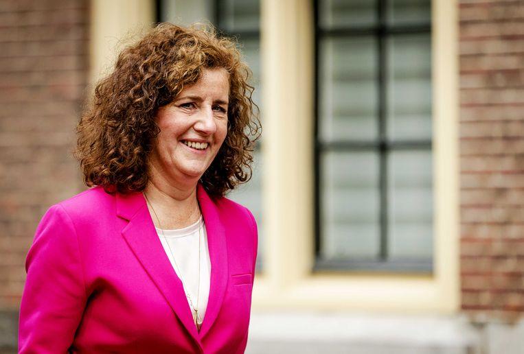 Minister Ingrid van Engelshoven van Onderwijs, Cultuur en Wetenschappen (D66) vertrekt bij het Binnenhof voor aanvang van de begrotingsraad. Beeld ANP