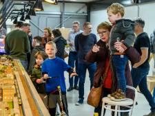 Meer dan 400 mensen kijken ogen uit bij modelbouwtreintjes in nieuw clubhuis