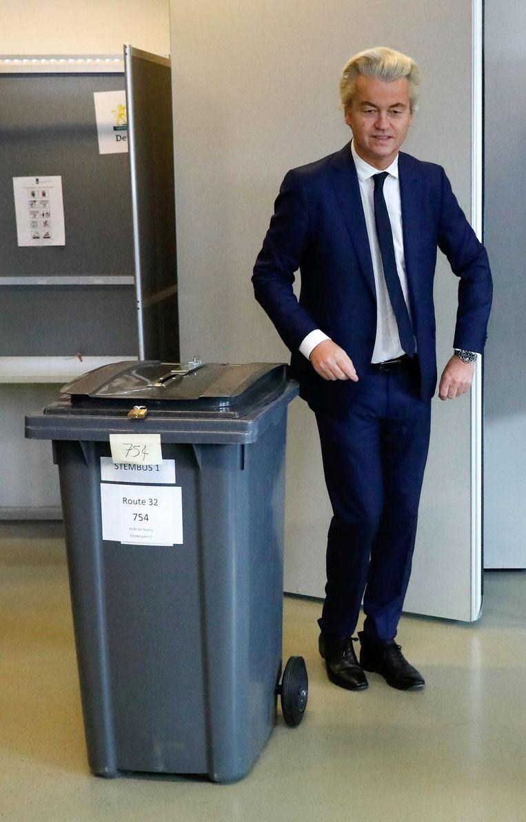 Wilders brengt zijn stem uit. Beeld reuters