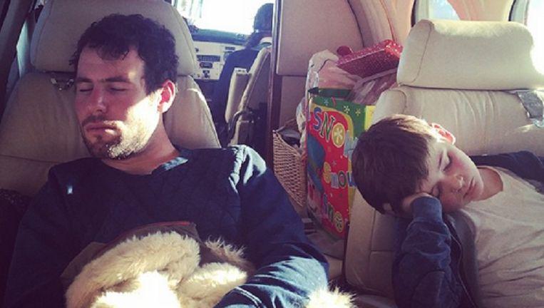 Mark Cavendish en stiefzoon Finnbar krijgen het kwaad na een zware dag in de aanloop naar Kerstmis.