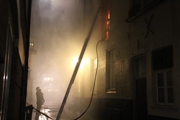 De brand is vanaf St Annastraat goed zichtbaar. foto Tom Hayes