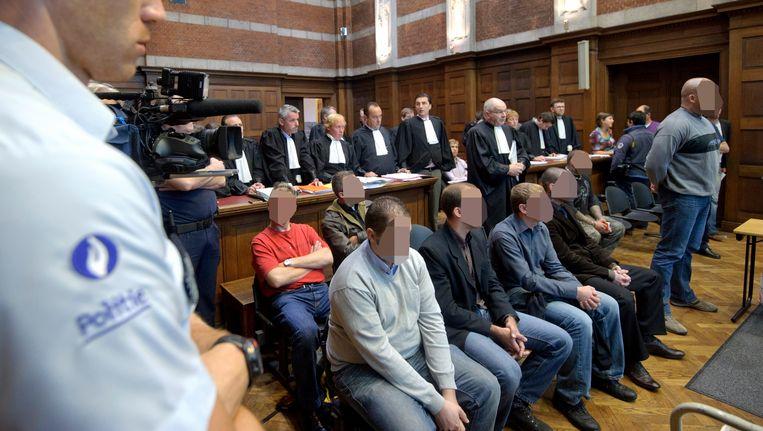 De leden van 'Bloed, Bodem, Eer en Trouw' (BBET) voor de correctionele rechtbank in Dendermonde.