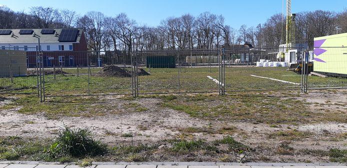 Op een terrein aan Buitenplaats in de Rijssense nieuwbouwwijk Opbroek Zuid is nog plek voor vijf rijtjeswoningen.