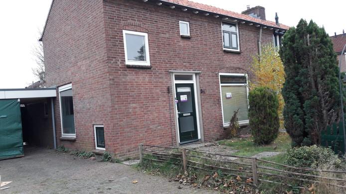 De door de burgemeester gesloten woning aan de Irenestraat in Groenlo.