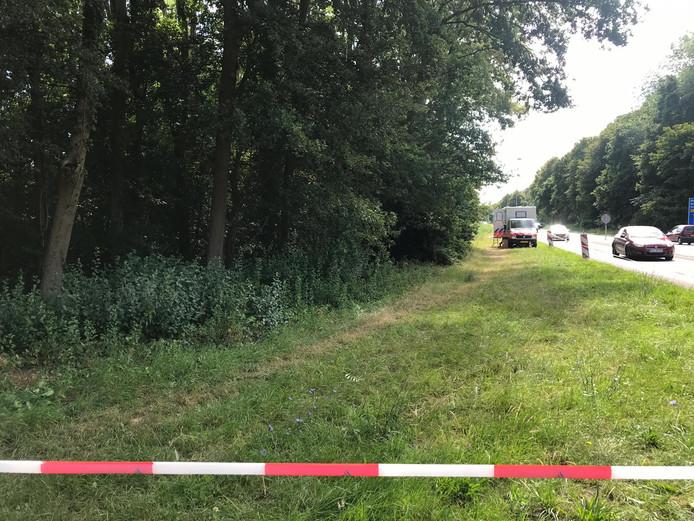Het onderzoek van de politie bij de Ubbergseweg in Nijmegen is nog gaande.