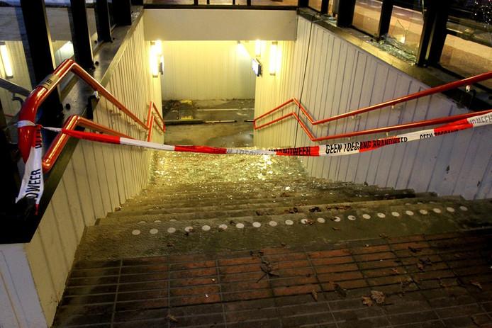 De stationstunnel in Heeze moest tijdelijk worden afgesloten. Foto Bert Jansen