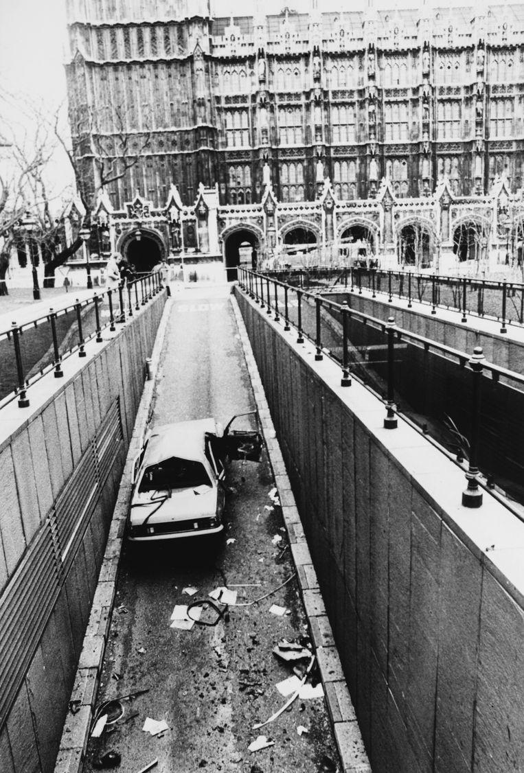 De overblijfselen van de blauwe Vauxhall van Airy Neave na de IRA-bom. Beeld Corbis / Getty Images