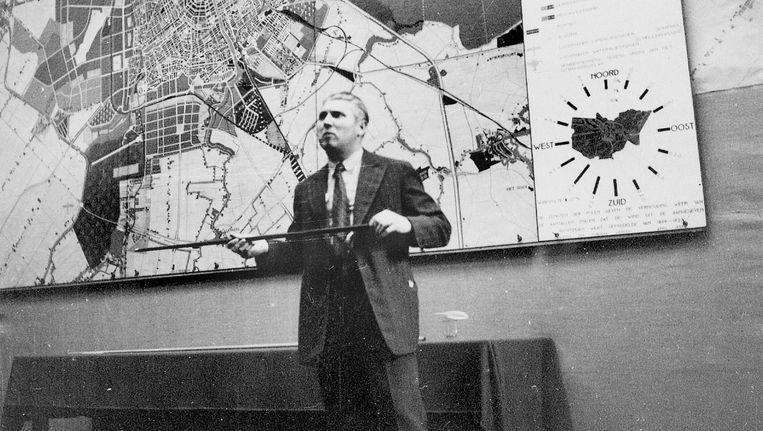 Cornelis van Eesteren presenteert het Algemeen Uitbreidingsplan (AUP), juni 1935 Beeld GTS Archive/ETH Zurch, CIAM