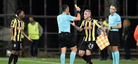 UEFA onderzoekt duel Vitesse door regen aan gele kaarten