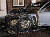 Mercedes brandt uit in Steenbergen