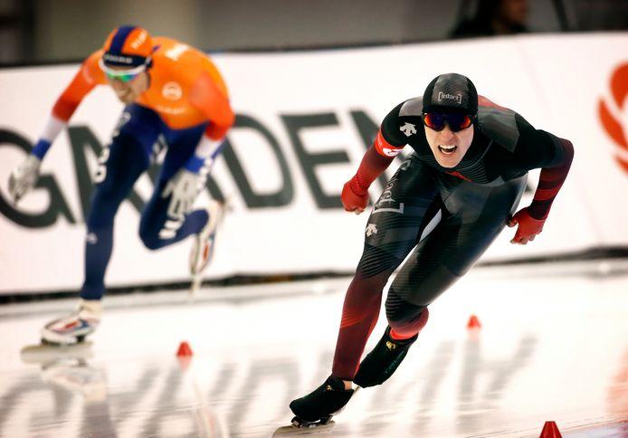 Graeme Fish laat op de 5000 meter van de WK afstanden in Salt Lake City deze winter de Nederlander Patrick Roest zijn hielen zien. Op de 10 kilometer reed de Canadees in dat toernooi een wereldrecord.