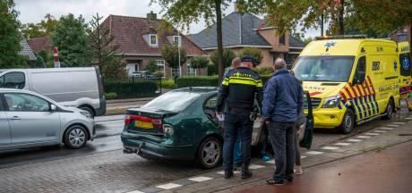 Ouders gewond door botsing in Geldrop, kind blijft ongedeerd
