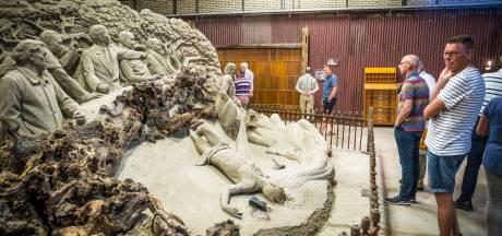 'Jezus' opent expositie zandsculpturen in Elburg