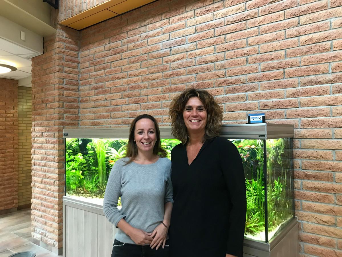 Marleen Franke (links) en Sylvia Kamphuis waarderen de bijdragen van de Stichting Vrienden van het Dijkhuis. Daar is onder meer het aquarium van gekocht.