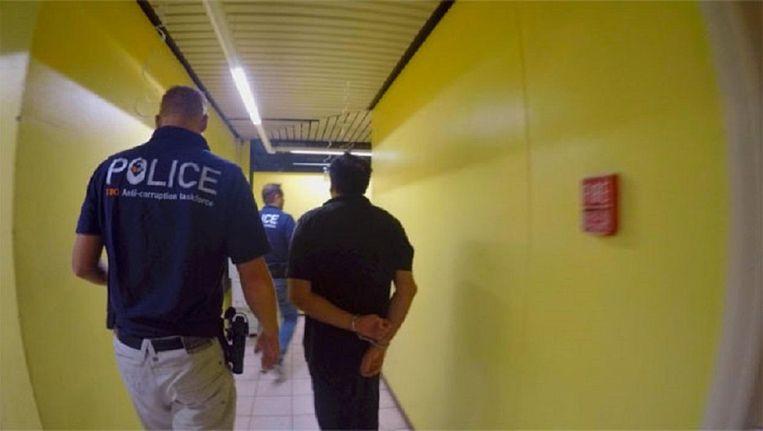 Aanhouding van beruchte casinobaas Francesco Corallo dinsdagmorgen op Sint Maarten. Beeld -