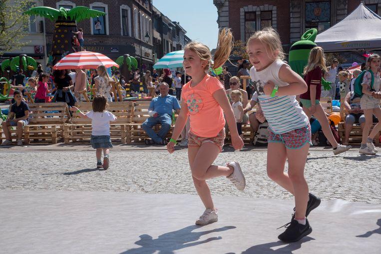 De buitenspeeldag lokte vorig jaar 1200 kinderen naar de Markt in Wetteren.