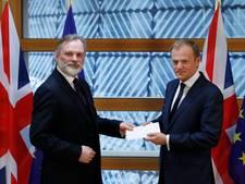 Britten overhandigen Europese Unie afscheidsbrief