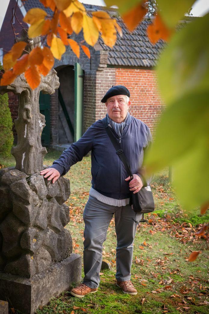 """Gerard Brusselaars: ,,Deze begraafplaats vertelt een stuk unieke Halsterse geschiedenis."""""""
