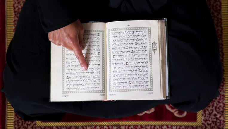 OntdekIslam verspreidt een Nederlandse vertaling van de Koran. Beeld anp