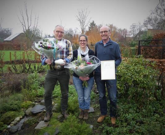 Pieter Denissen (links), Kim van Korven en Martin van Mol kregen in 2017 de Natuurprijs van de VNMH voor een project om de jeugd naar buiten te krijgen.