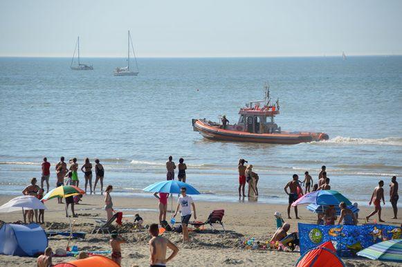 Er werd zowel gezocht op het strand, langs de waterlijn en op de zeedijk.