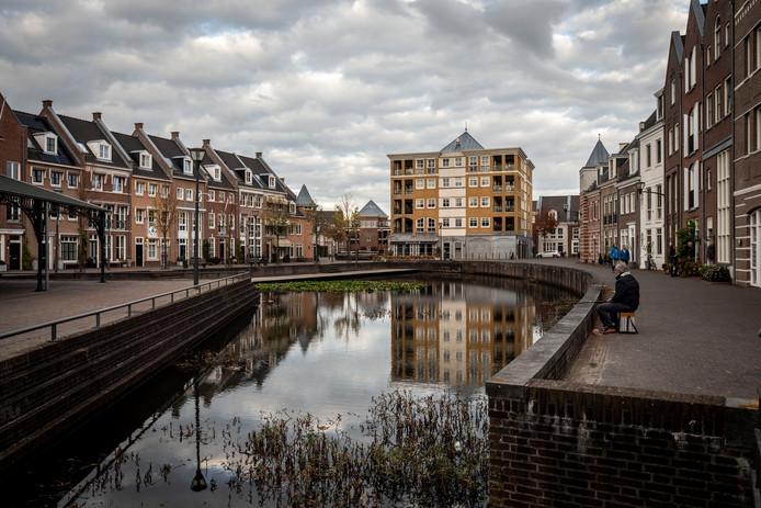 Het plein en het winkelcentrum van Brandevoort.