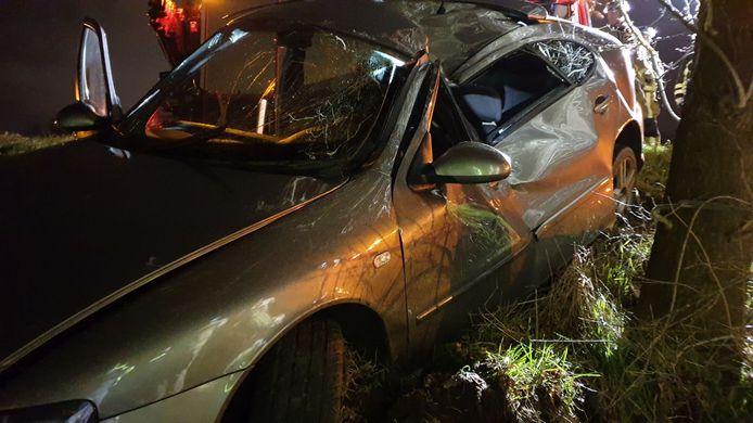 De auto na het ongeluk.