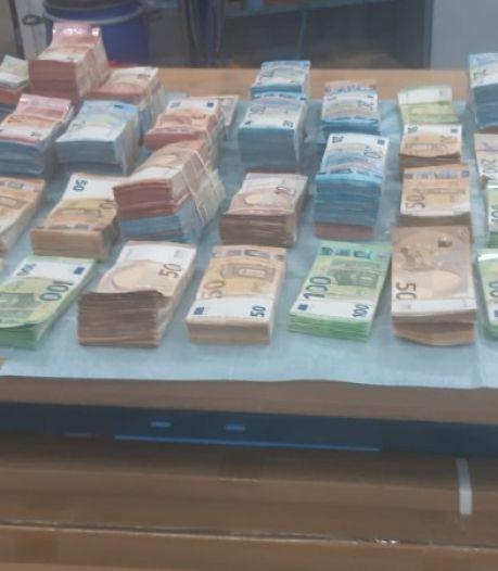 Belg heeft 1,2 miljoen in bestelauto; Fransman 164.000 euro in bagage