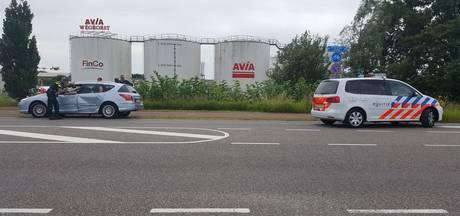 Bestuurder gewond na botsing met twee auto's in Enschede