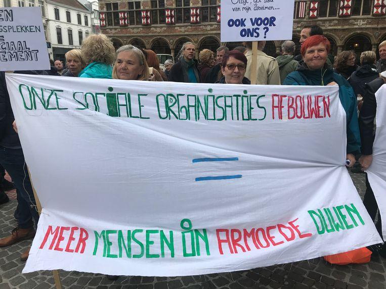 Sociale actoren protesteerden aan de gemeenteraad.