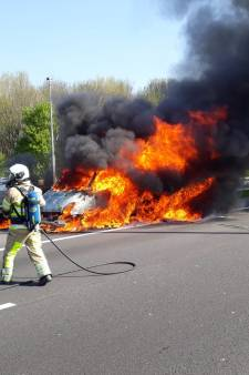 Vrachtwagen vat vlam op A12 bij knooppunt Lunetten