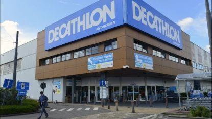 Dieven breken containers met Decathlon-fietsen open