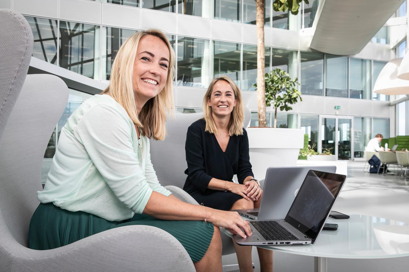 De tweelingzussen Florien en Suzanne Klok werken allebei bij Deloitte.
