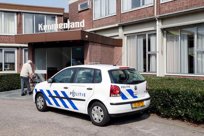 In de nacht van 7 op 8 september werd een vrouw overvallen in haar appartementje, gelegen bij verzorgingstehuis RSZK Kempenland aan de Rondweg in Bladel.