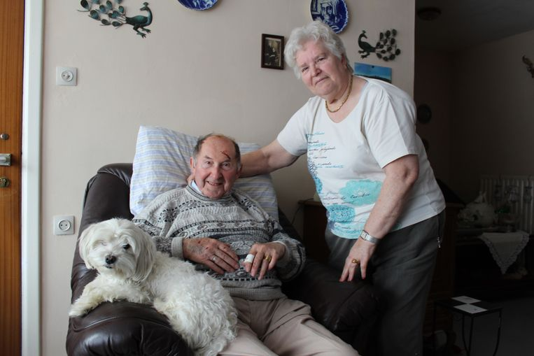 Snoopy is weer veilig thuis bij baasjes Andre (90) en Coralie (80).