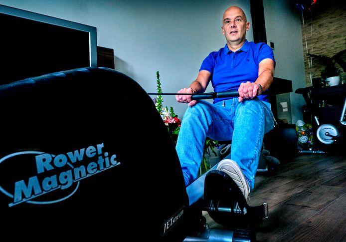 's-Gravendeler Erik Zwaan werkt thuis aan zijn herstel nadat hij geveld was door het coronavirus