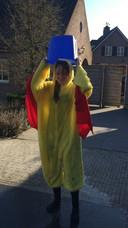 Een deelnemer van De Mafste Dag van je Leven doet de ice bucket challenge.