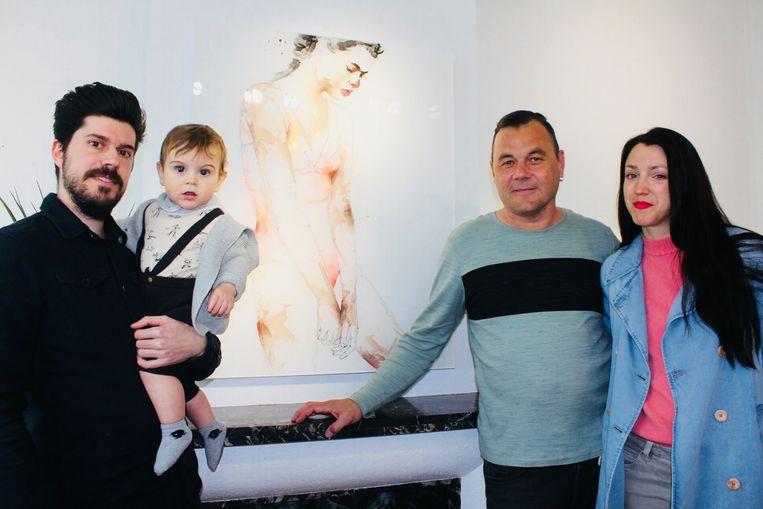Gianpiero Iannoccari met zijn zoontje en Alec Camu en Karolien Deman van Quartier A.