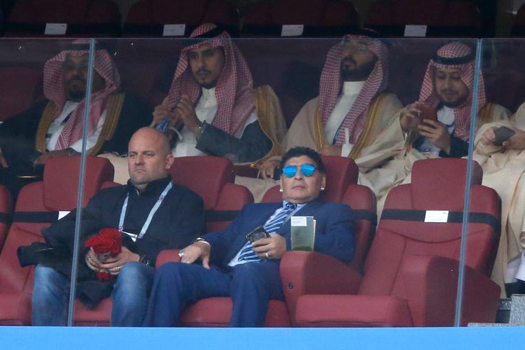 Diego Maradona was een van de toeschouwers tijdens de openingswedstrijd tussen Rusland en Saoedi-Arabië.
