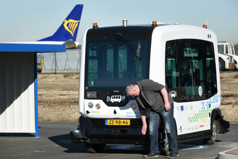 De WePod op de luchthaven van Weeze.  Beeld Marcel van den Bergh / de Volkskrant