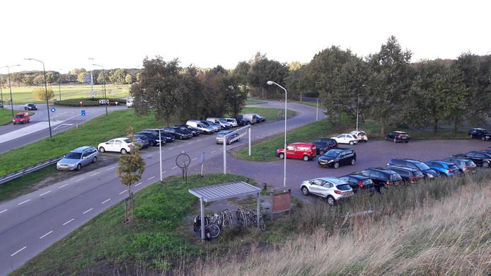 Een zonnepark op een akker tussen de A4-afrit bij Hoogerheide en de Reimerswaalweg (linksboven op deze foto) acht het college van Woensdrecht ongewenst vanwege het zicht op de Brabantse Wal.