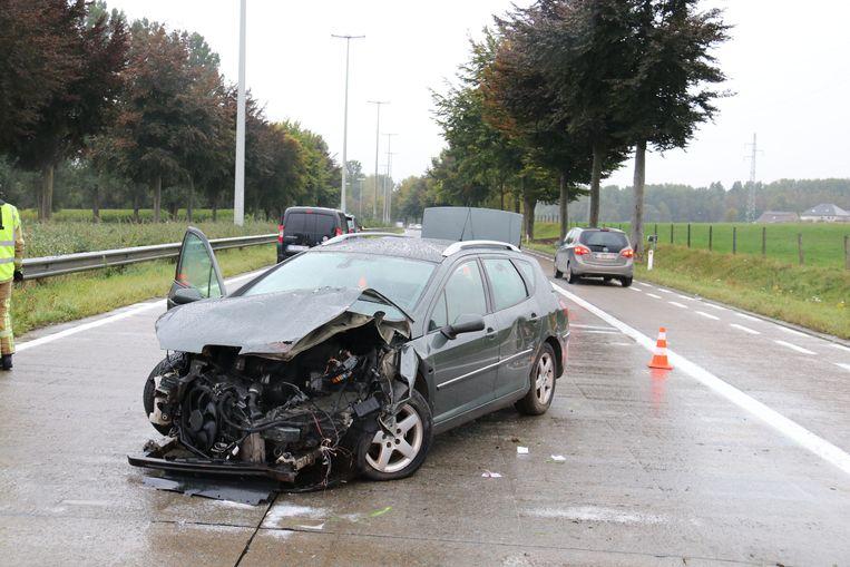 De bestuurder knalde tegen de vangrail en ging rond zijn as.