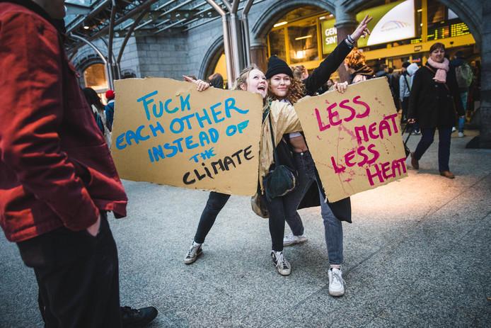 Gentse scholieren namen de afgelopen weken de trein naar Brussel om te betogen voor het klimaat.