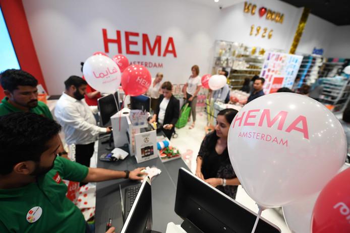 Hema profileert zich in het buitenland als Hema Amsterdam. Het bedrijf opende woensdag een eerste flagshipstore in Dubai.