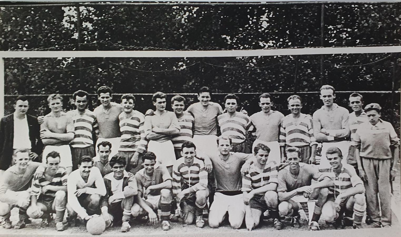 In 1960 was de eerste ontmoeting tussen VV Internos en Sp. Vgg. Baiertal. De twee teams gebroederlijk samen op de foto.