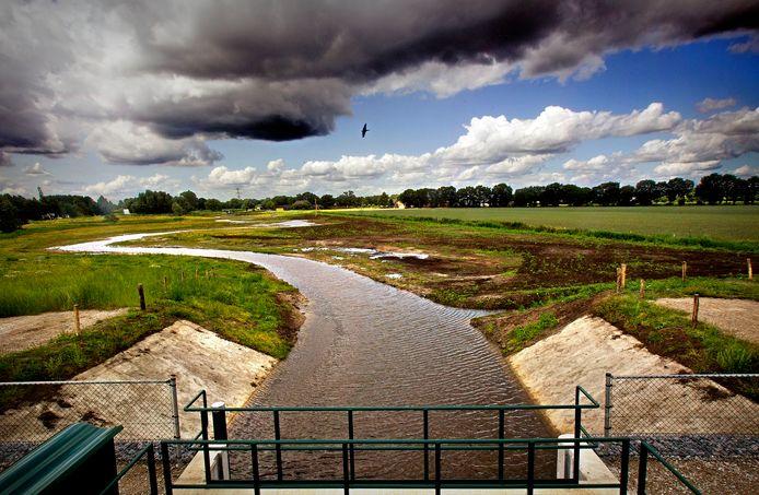 Vanaf de nieuwe stuw meandert de Bakelse Aa richting Berkendonkse plas in Helmond. Foto gemaakt in 2015.