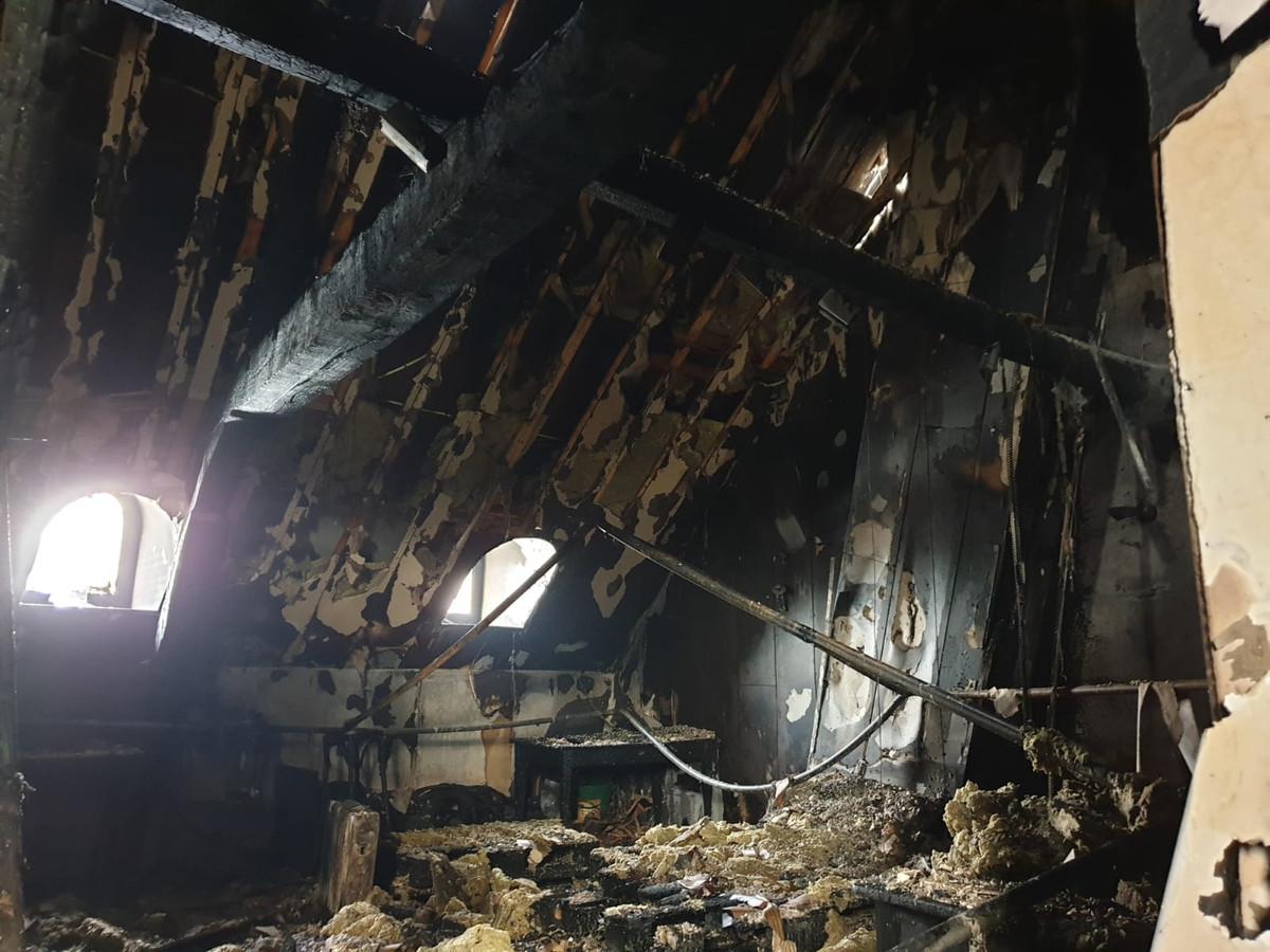 """De zolder na de brand. ,,Gelukkig is er niemand gewond geraakt."""""""