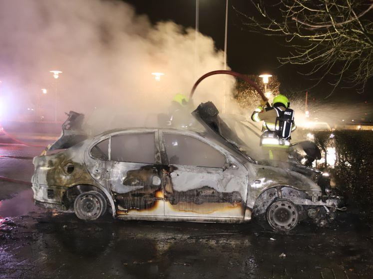Auto's gaan in vlammen op in Geldermalsen